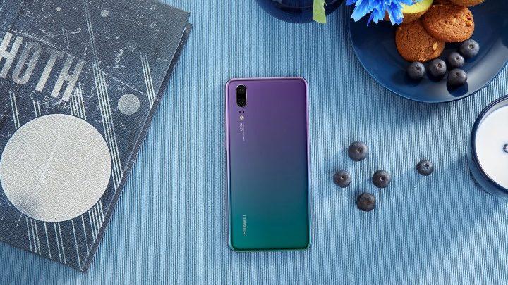 """A Huawei P20 64+4 GB a népszerű """"alkonyat lila"""" színben is elérhető lesz"""
